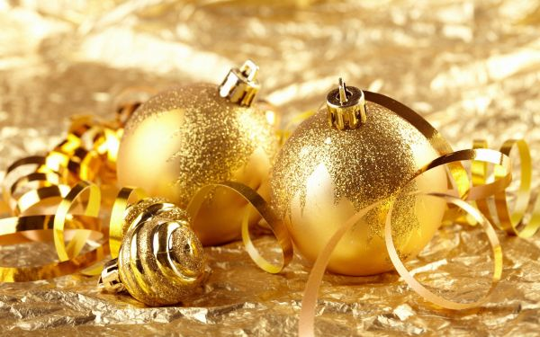 Brilliant golden Christmas decorations
