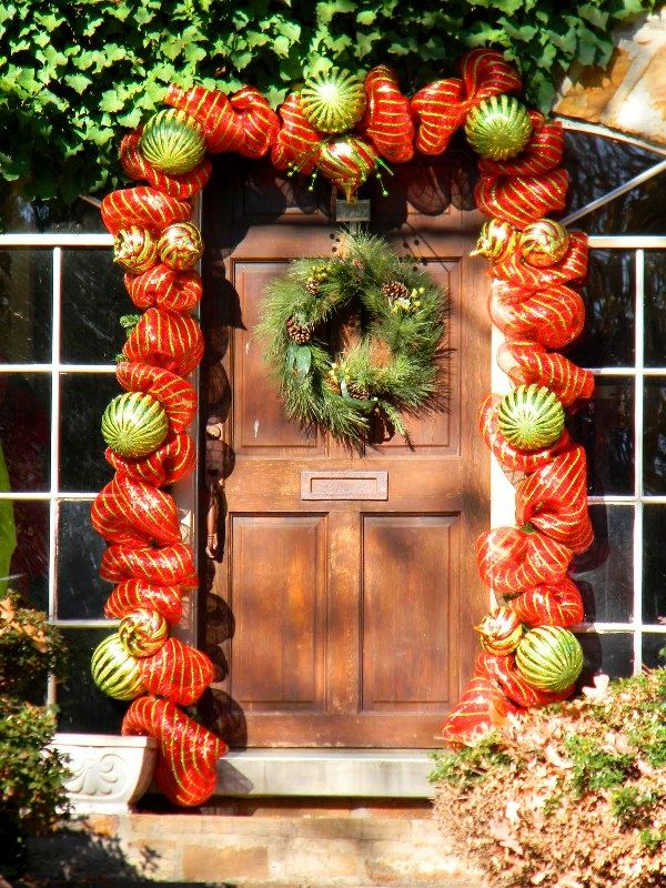 place a smart potted christmas - Front Door Entrance Christmas Decoration