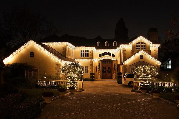 Christmas lights the ultimate way to decorate your home for Exterior xmas lighting ideas