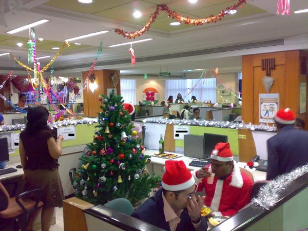 Christmas Wall Decoration Ideas For Office : Christmas decorations for businesses
