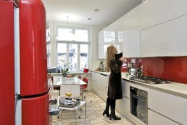 Stylish Italian red and white kitchen design in Oslo