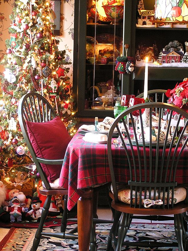 Christmas Kitchen Decoration Ideas: Curtains, Tablecloth, Windows