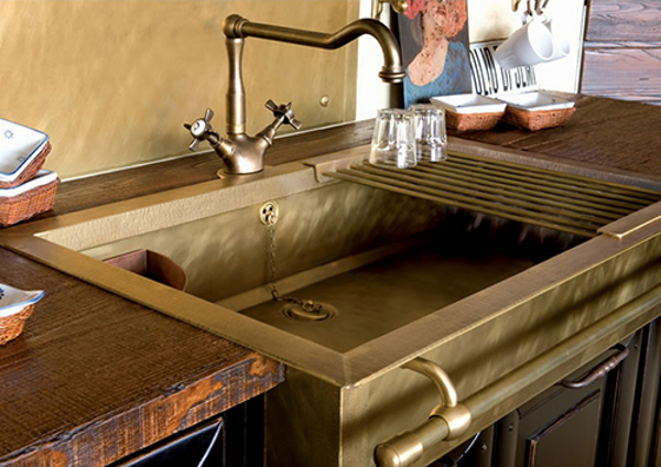 Old styled brass sinks 1 Brass Sinks that Bring about an Old World Charm