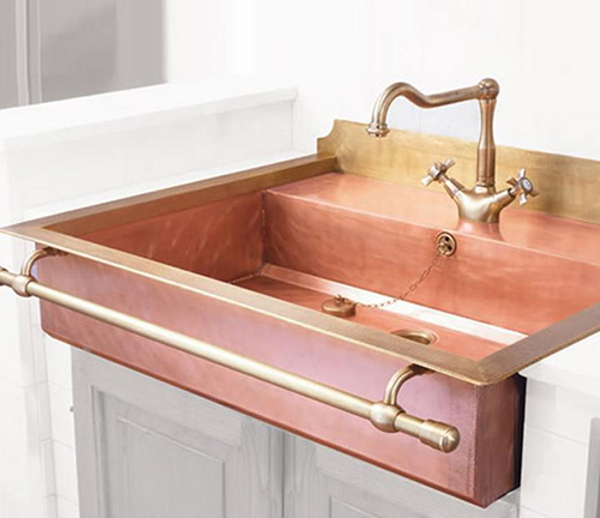 Old styled brass sinks 7 Brass Sinks that Bring about an Old World Charm