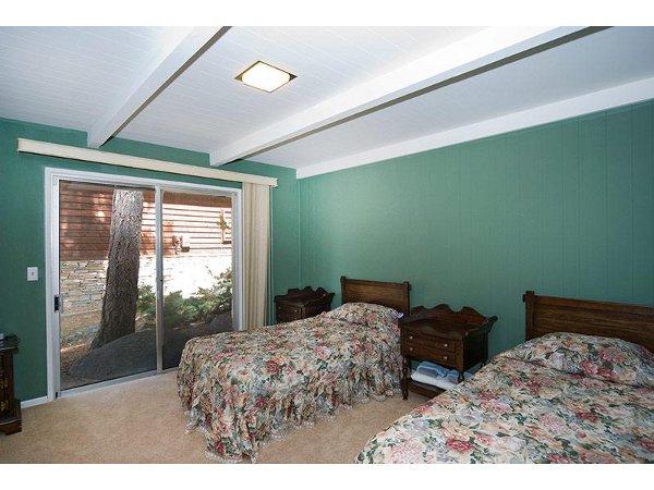 Skyland Lakefront Home Rental 12