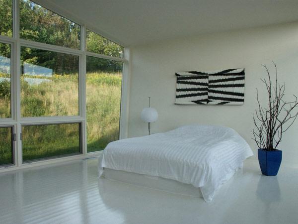 Weekend house by david jay weiner 9 decoist for Minimalist white house by koichi kimura