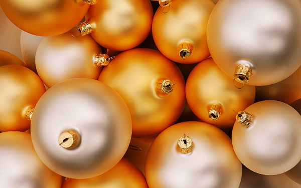 Yellow-Christmas-Decorations-4
