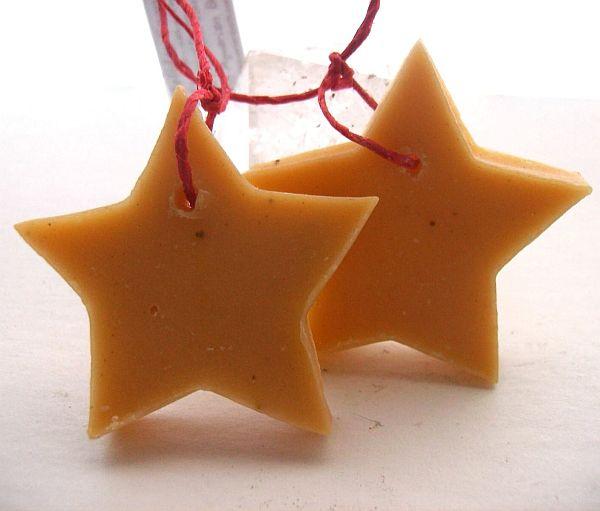 Yellow-Christmas-Decorations-7