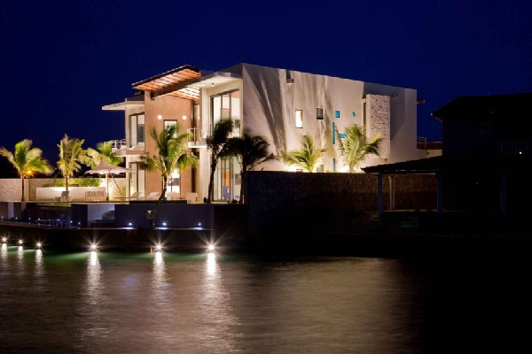 Bonaire Residence 2 Waterfront dream home on a Caribbean island: Bonaire Residence