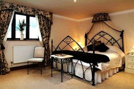 How to Decorate With a Gothic Theme