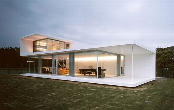 Minimalist house Creating a minimalist look to your family's home