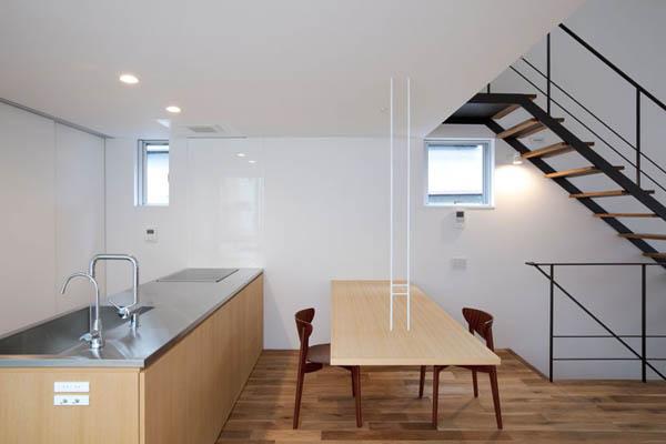 Narrow Japanese home with voluminous interiors 10