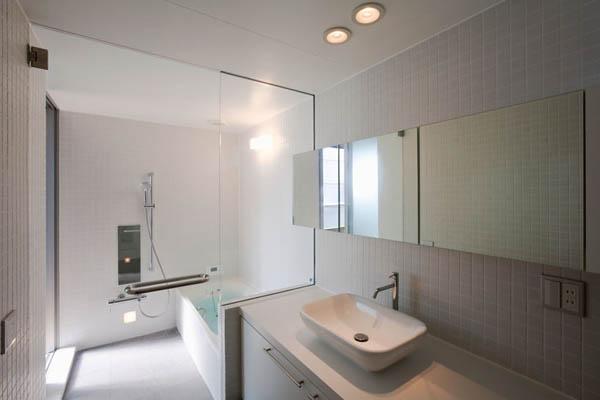 Narrow Japanese home with voluminous interiors 11