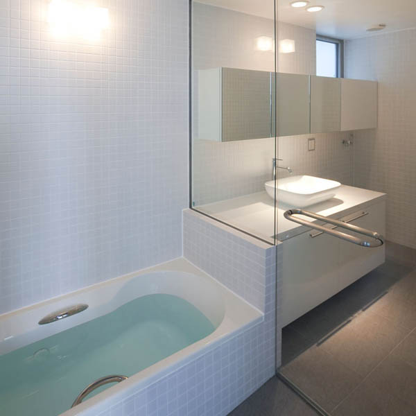 Narrow Japanese home with voluminous interiors 12