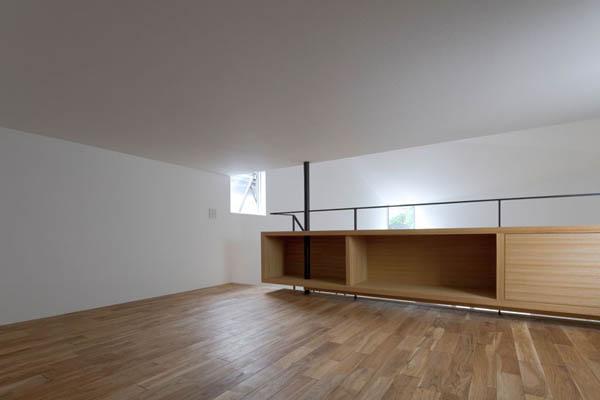 Narrow Japanese home with voluminous interiors 4