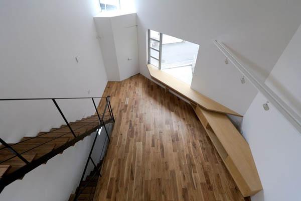 Narrow Japanese home with voluminous interiors 5
