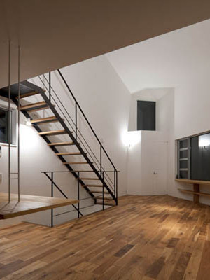 Narrow Japanese home with voluminous interiors 7