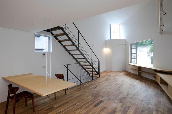 Narrow Japanese home with voluminous interiors 8
