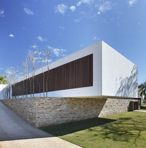 Sn House In Parana Looks Like A Floating Building