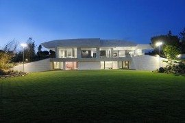 Sculptural Residence in La Finca Features Magnificent Design
