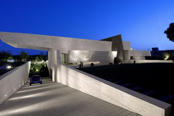 Sensational sculptural residence in La Finca 5 Sculptural Residence in La Finca Features Magnificent Design