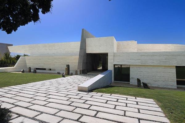 Sensational sculptural residence in La Finca 6