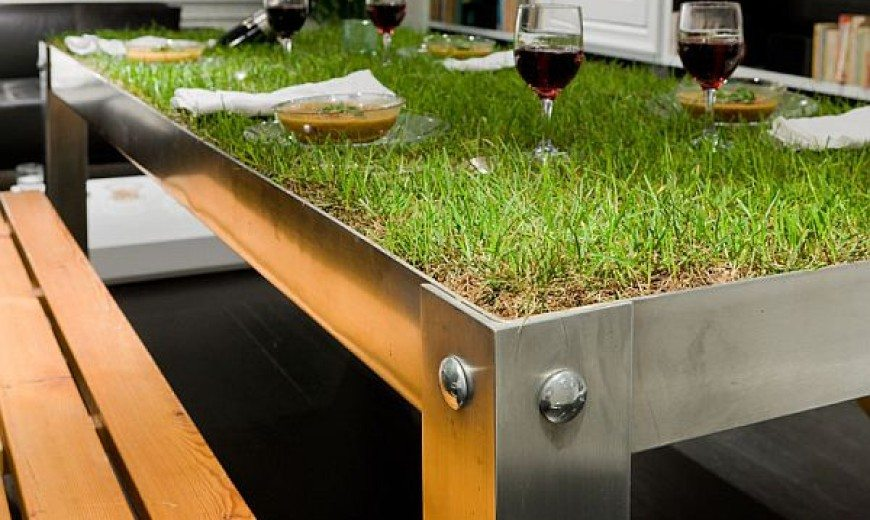 """picNYC Real Grass Table Brings """"Rural"""" to the Urban Residence"""