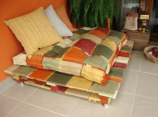 Country Sofa from Shipping Pallets Ultimate Pallet Furniture Collection: 58 Unique Ideas