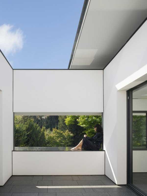 uncluttered residential space in stuttgart house heidehof. Black Bedroom Furniture Sets. Home Design Ideas