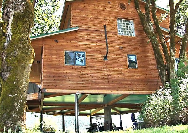 Largest Tree House in the World 4