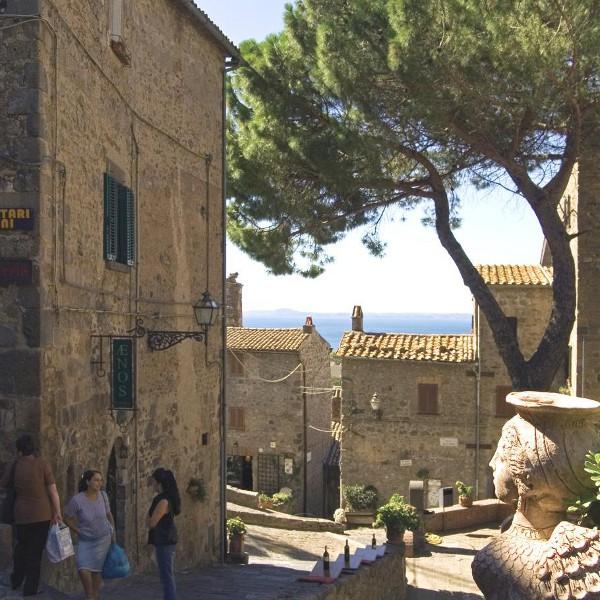 Luxury-Villa-Tuscany-Italy-02-