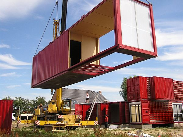 Container house with luxury living spaces for Maison container maritime