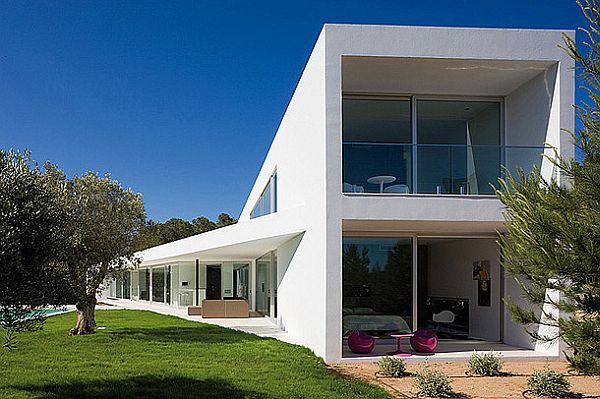 Mesmerizing IXOS House in Spain 1 IXOS House is Mesmerizing and Proclaims the Larger than Life Theme