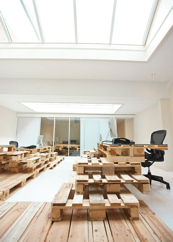 Recyled pallet ideas office design for brandbase in amsterdam - Petit meuble en palette ...
