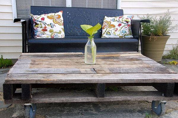 Rustic Outdoor Pallet Table