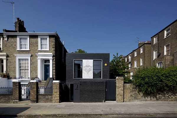 Small House in London 1 Award Winning Small House in London With a Dark Brick Exterior