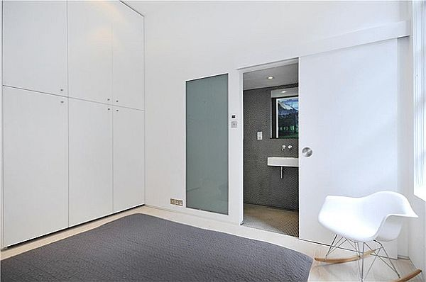 Sophisticated Clink Street Flat 13