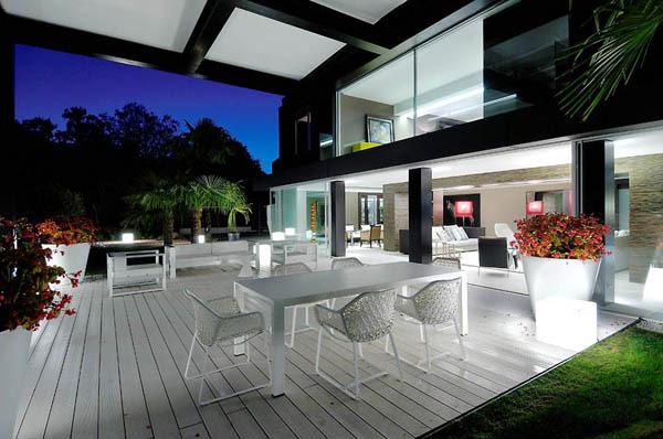Spectacular-Modern-Villa-3