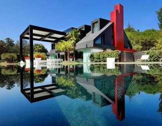 Contemporary Chalet House in Madrid Looks Nuts