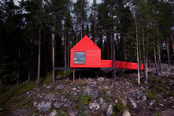 Sweeden-Treehotel-Blue-Cone-1
