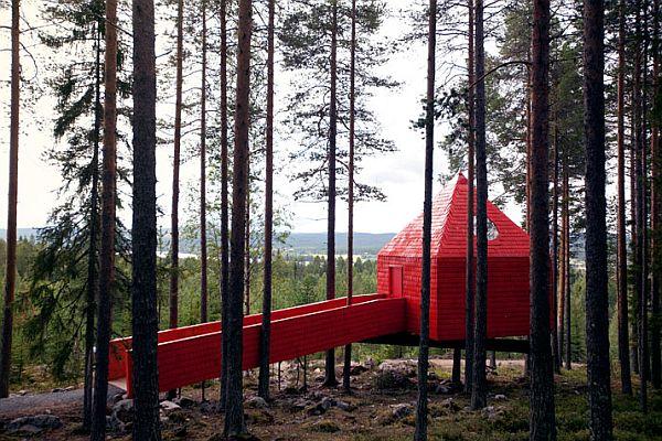 Sweeden-Treehotel-Blue-Cone-3
