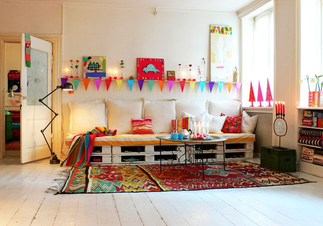 Diy Inspiration Daybeds: Scandinavian Inspired Pallet Sofa Daybed