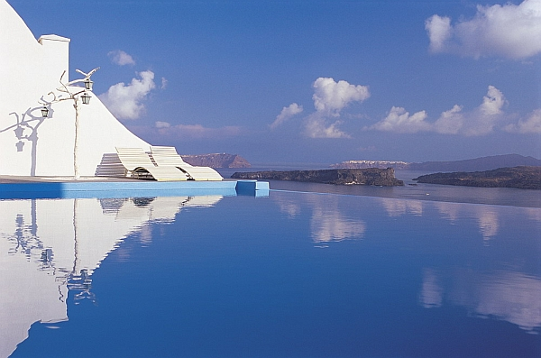 Astarte Suites Santorini rooftop pool