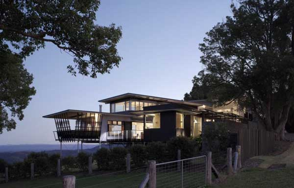 Complex Maleny House 1 Complex Maleny House in Australia Sports a Water Logged Ambience