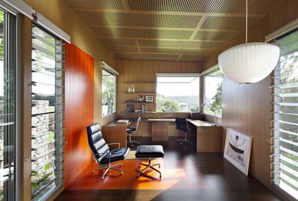 Complex maleny house in australia sports a water logged for Ambiance australia