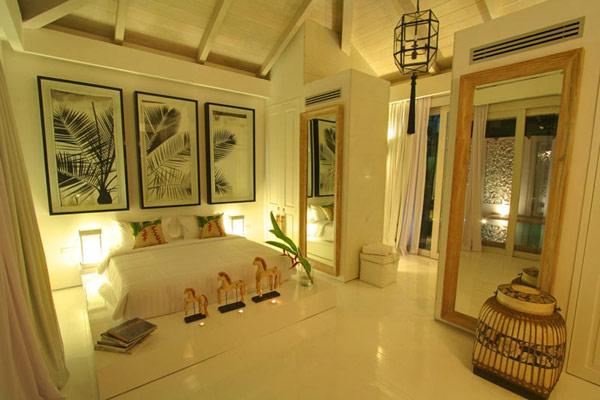 Contemporary-Thailand-Villa-lavish-bedroom