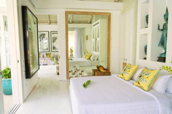 Contemporary-Thailand-Villa-luxurious-large-bedroom-design