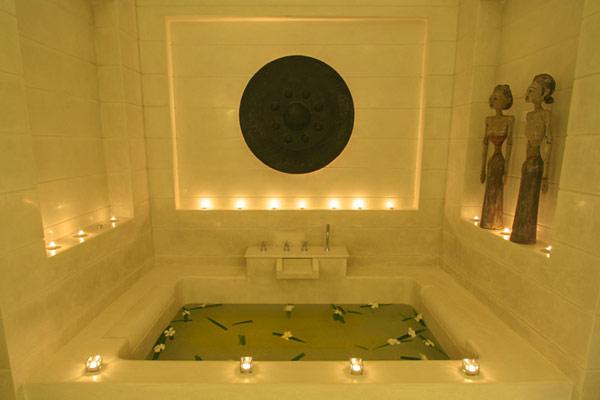 Contemporary-Thailand-Villa-luxury-bath