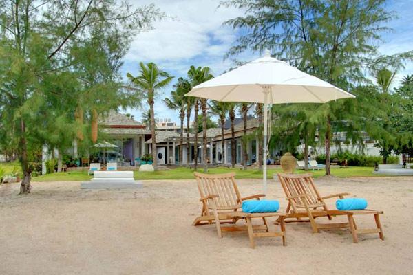 Contemporary-Thailand-Villa-outside