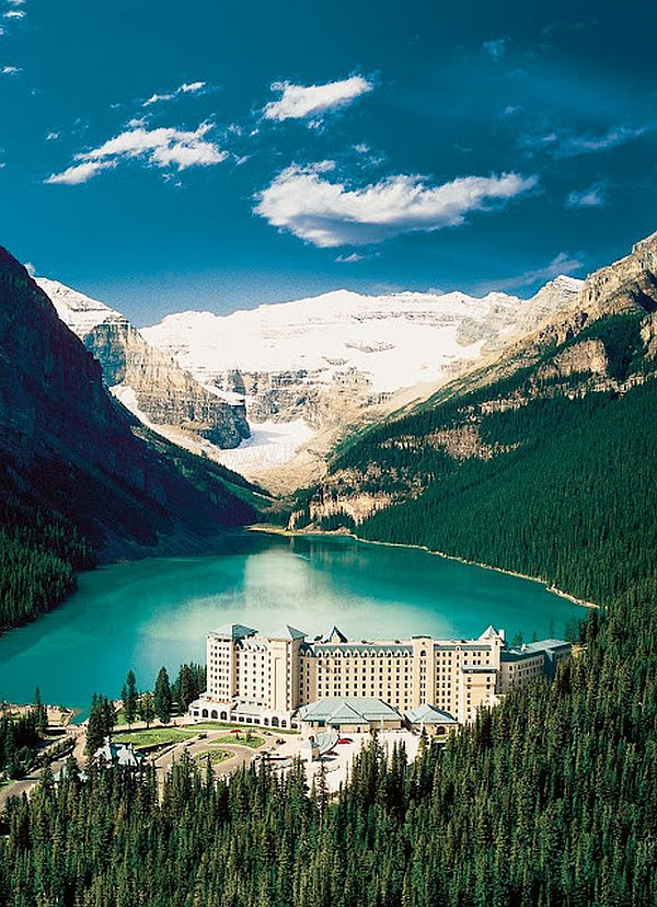 fairmont chateau lake louise Set amongst majestic mountains that surround the turquoise waters of legendary  lake louise, the impressive two-story belvedere suite offers some of the most.